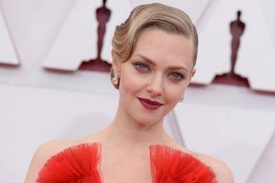 """Amanda Seyfried recalls the """"trauma"""" resulting from the difficult birth of her son"""